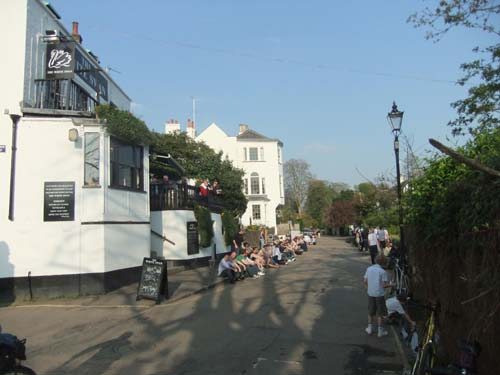 Picture 1. The White Swan, Twickenham, Greater London