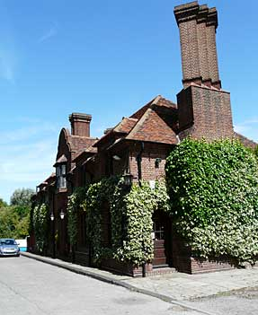 Picture 1. Fordwich Arms, Fordwich, Kent