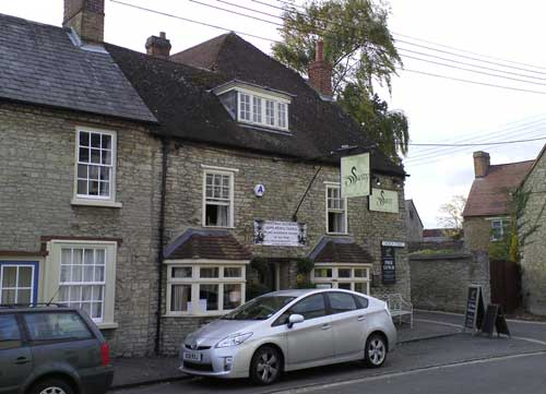 Picture 1. Swan Inn, Bicester, Oxfordshire