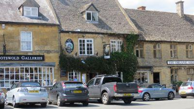 Picture 1. Queens Head Inn, Stow-on-the-Wold, Gloucestershire