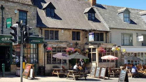 Picture 1. The Mermaid, Burford, Oxfordshire