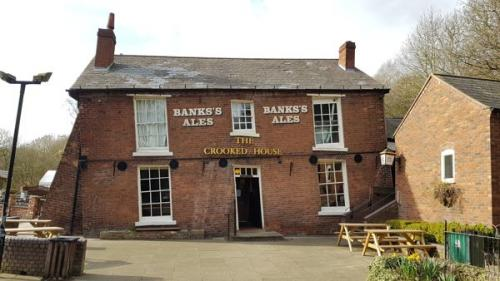 Picture 1. The Crooked House, Himley, West Midlands